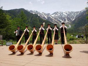 ホルンの音も高らかに ホテル白樺荘ミニ開山祭