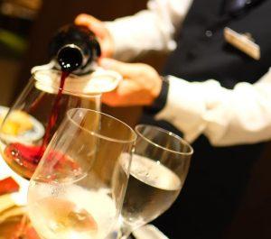 ディナーの楽しみセレクトワインをどうぞ